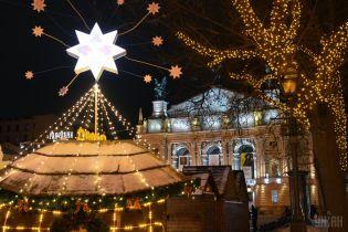 Велетенський Дідух, благодійні обіди та святкові ярмарки. Як Київ та Львів зустрічають Різдво