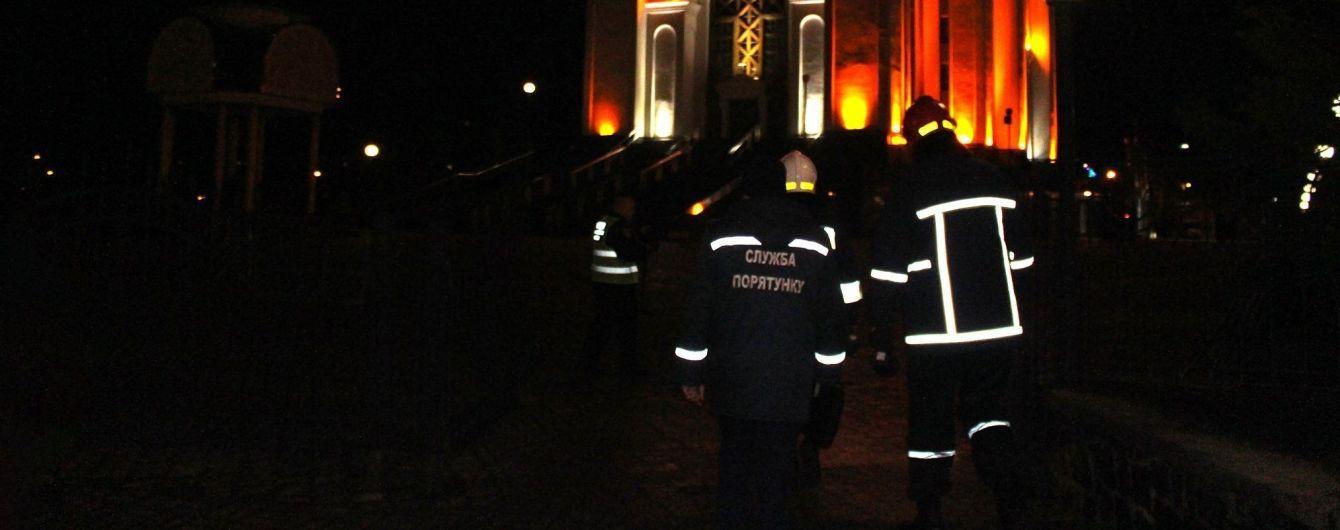 """Противопожарная светомузыка. Ровенские спасатели сыграли """"Щедрика"""" на пожарных авто"""