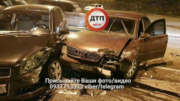 В Киеве в серьезном лобовом ДТП пострадали два человека