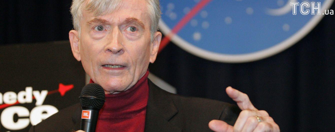 Умер американский астронавт, который ходил по Луне