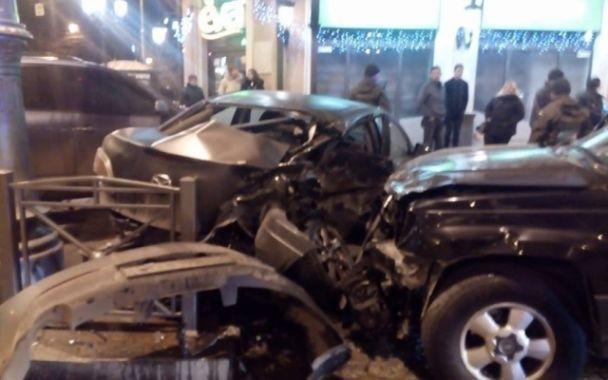 В Одесі джип врізався в припарковане авто, спровокувавши ланцюгову реакцію