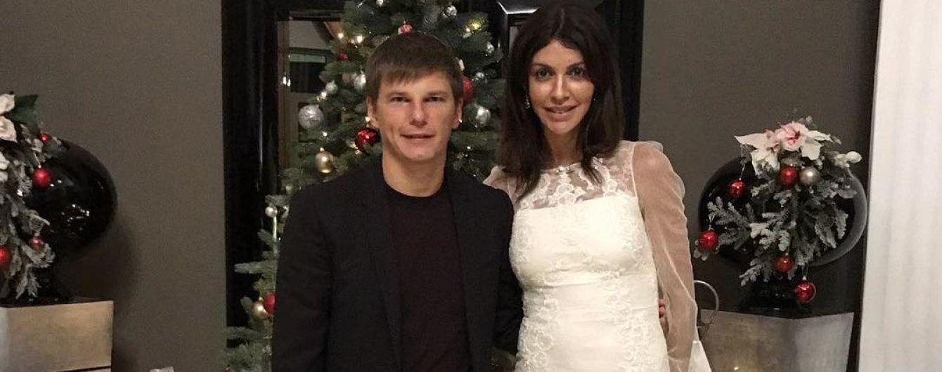 Жену российского футболиста сняли с рейса из-за подгузника