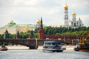 """Відмова від долара, """"офшори"""" по-російськи та засекречення інформації. Як Кремль протидіятиме санкціям"""
