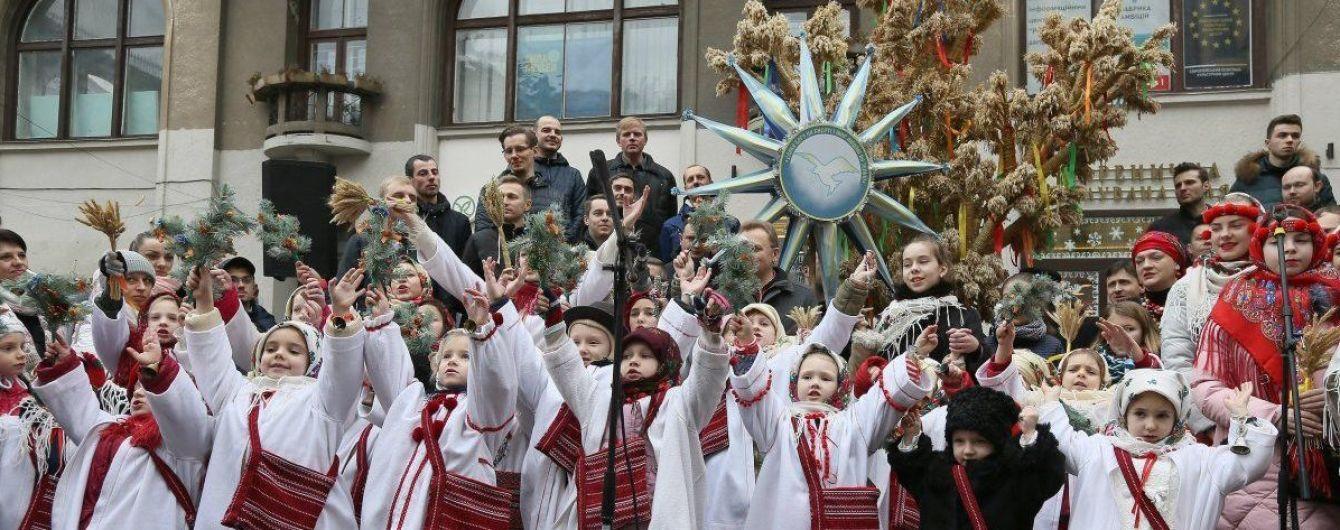 "На Рождество во Львове пели колядки и спускали ""ангелов"" на землю"