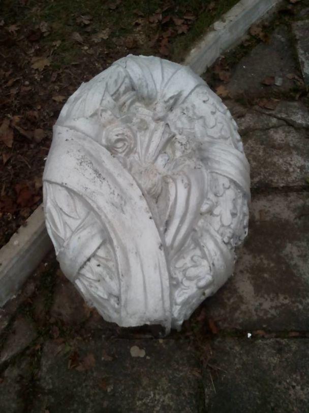 Відірвали руку і лавровий вінок: на Кіровоградщині пошкодили пам'ятник учасникам Другої світової