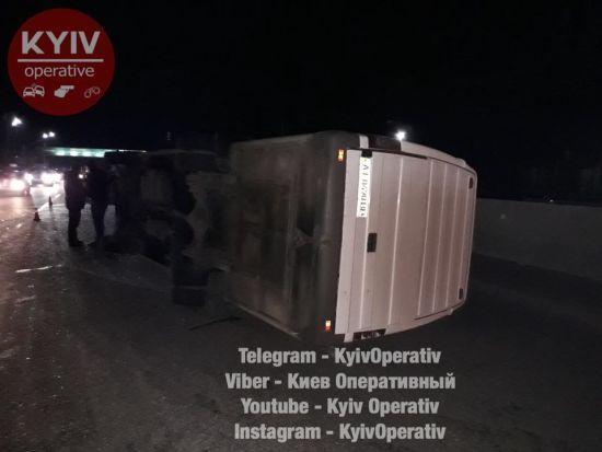 На Одещині унаслідок ДТП перекинулася маршрутка