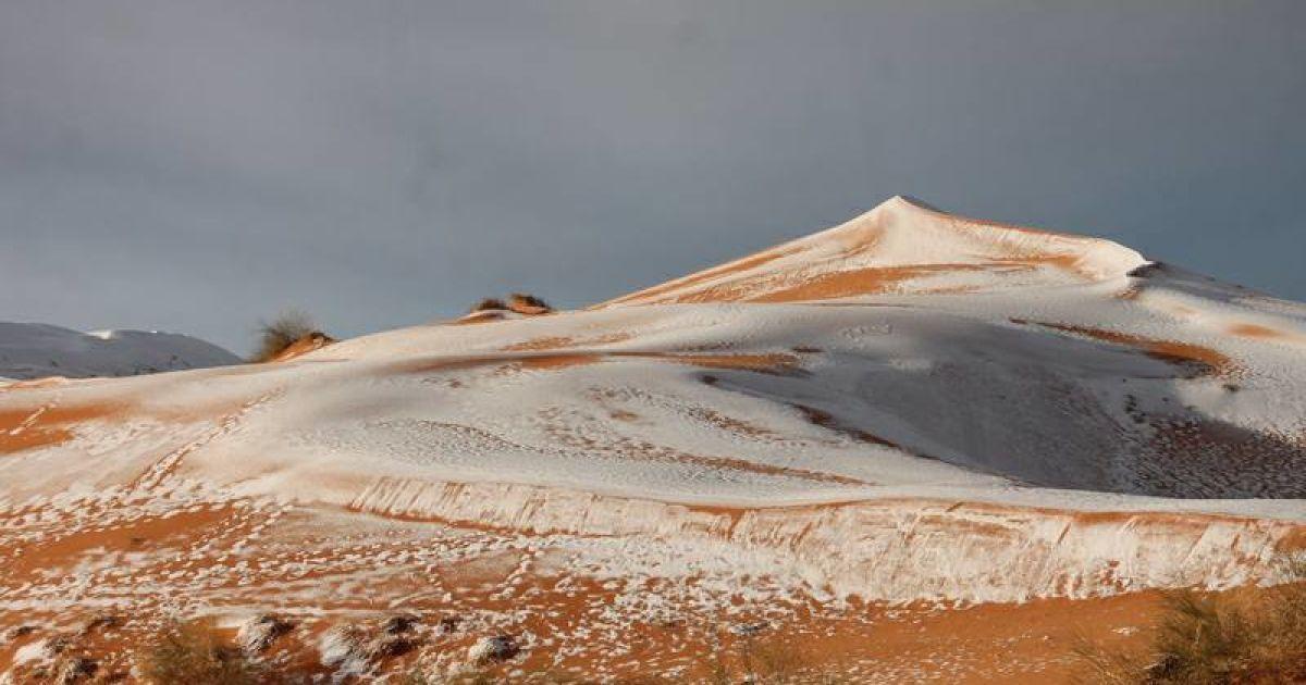 Снігова ковдра замість піску: у Сахарі другий рік поспіль випав сніг