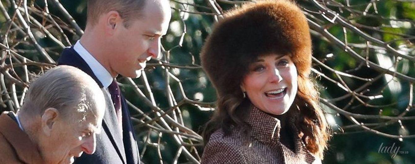 В твидовом пальто и на каблуках: новый выход беременной герцогини Кембриджской
