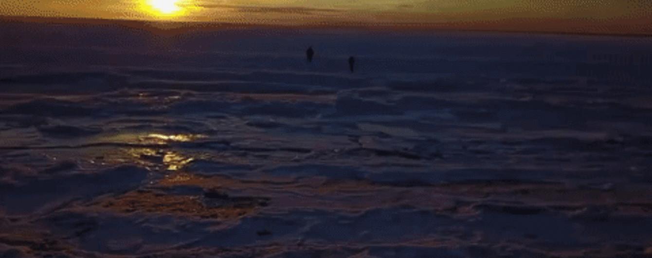 У берегов США в третий раз за 80 лет замерз океан: уникальные кадры с дрона