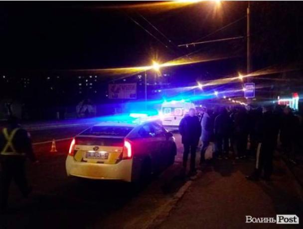 """У Луцьку водій авто на """"євробляхах"""" збив людей на двох пішохідних переходах і втік - ЗМІ"""