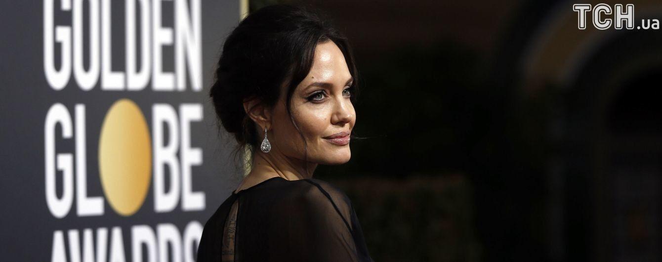 """Незручний момент: Джолі просто у залі вперто ігнорувала промову Еністон на """"Золотому глобусі"""""""