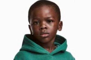 Пользователи Сети объявили бойкот бренду H&M из-за расистской рекламы