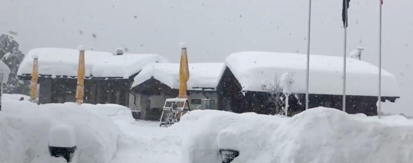 Через снігопад у Швейцарських Альпах застрягли близько 13 тисяч лижників