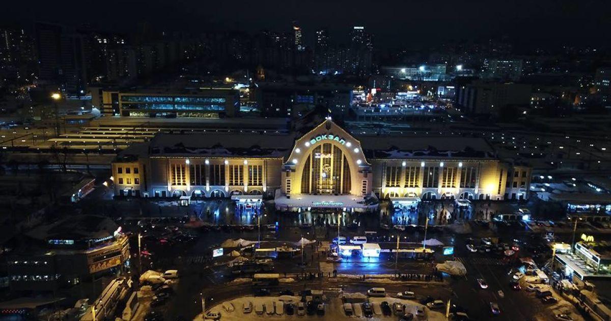 Правоохоронці шукають вибухівку на Центральному залізничному вокзалі  столиці. Про це повідомляэ