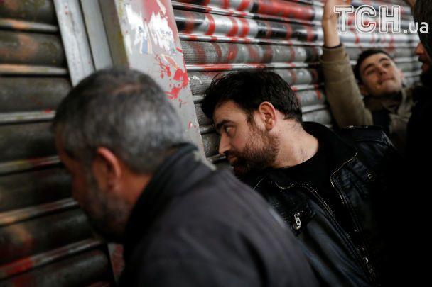 В Греции сотни демонстрантов после штурма ворвались в министерство труда