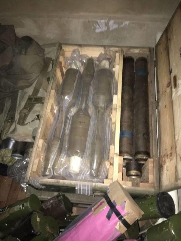 У районі проведення АТО в приватному будинку виявили схованку з великим арсеналом зброї та боєприпасів