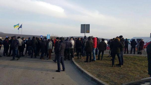 На Львовщине протестующие перекрыли движение транспорта к еще двум пунктам пропуска с Польшей