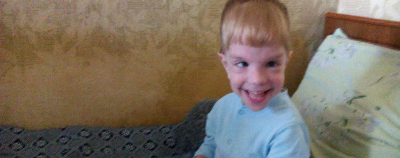 Батьки Валентина просять фінансової допомоги на лікування сина
