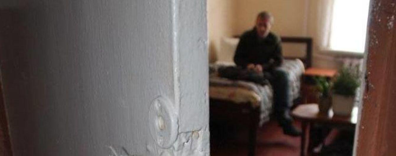 Прокуратура взялася за буковинський інтернат, де персонал катував та принижував літніх людей