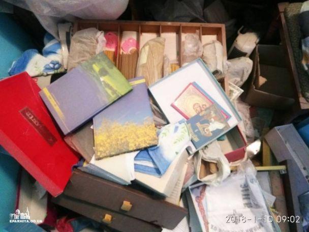 Разбитый вертеп, разбросанные книги и испражнения: на Одесчине неизвестные разгромили храм УПЦ МП