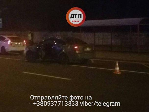 """В Киеве """"скорая"""" протаранила Chevrolet: пятеро пострадавших"""
