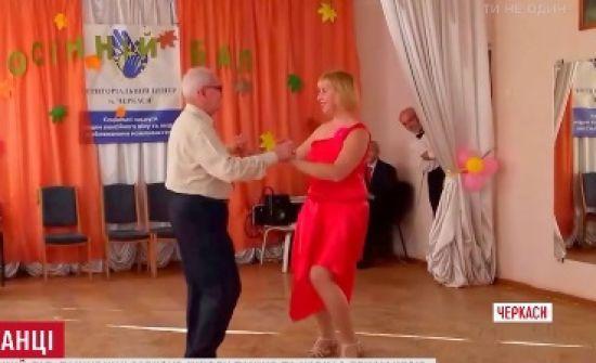 У Черкасах 77-річний дідусь відкрив школу танців для пенсіонерів