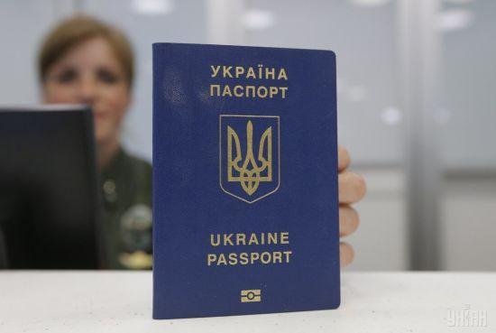 Прикордонники затримали українця, який намагався вивезти до Росії 10 чужих паспортів