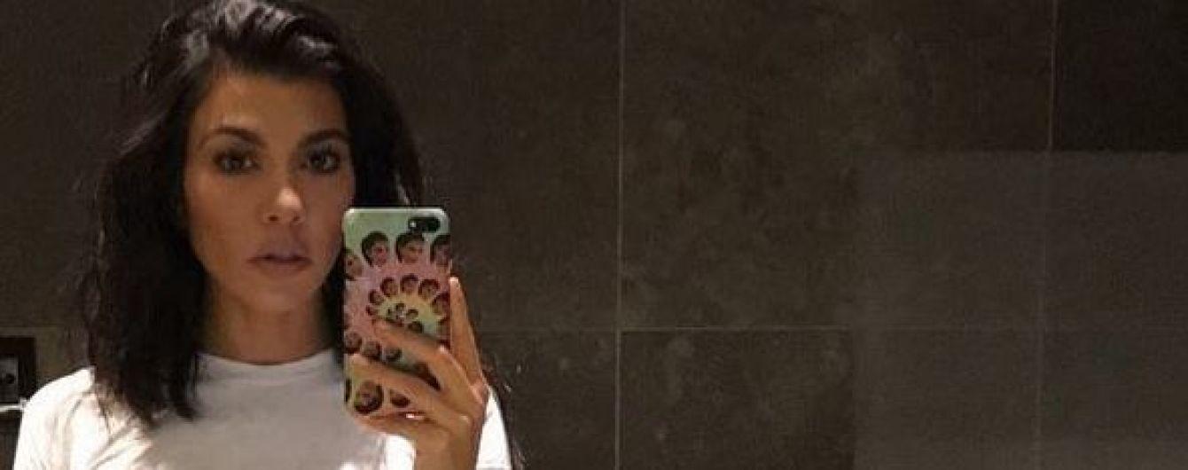 Очень откровенно: Кортни Кардашьян полностью обнажилась перед камерой