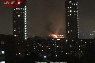 У столиці спалахнув торгово-розважальний центр