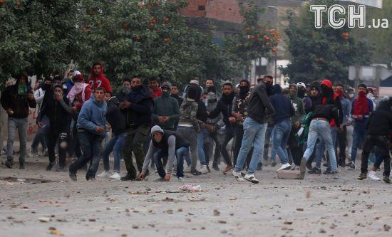 Туніс задіяв армію через масові протести проти підвищення цін та податків