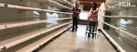 Как выглядит обнищание: Reuters показало пустые полки супермаркетов в Венесуэле
