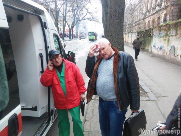 В Одессе во время движения загорелся трамвай с пассажирами, люди в панике выпрыгивали из окон