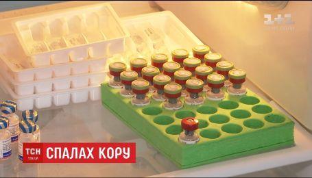 Жителі Києва розкупили всі вакцини від кору та створили ажіотаж на щеплення