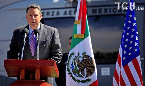 """Посол США в Панамі звільнився через """"брудні діри"""" Трампа"""