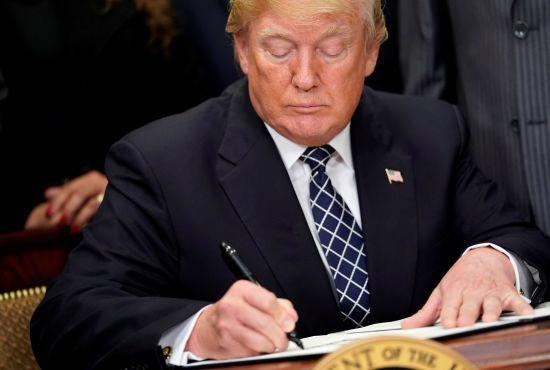 Трамп дозволив прослуховувати розмови іноземців