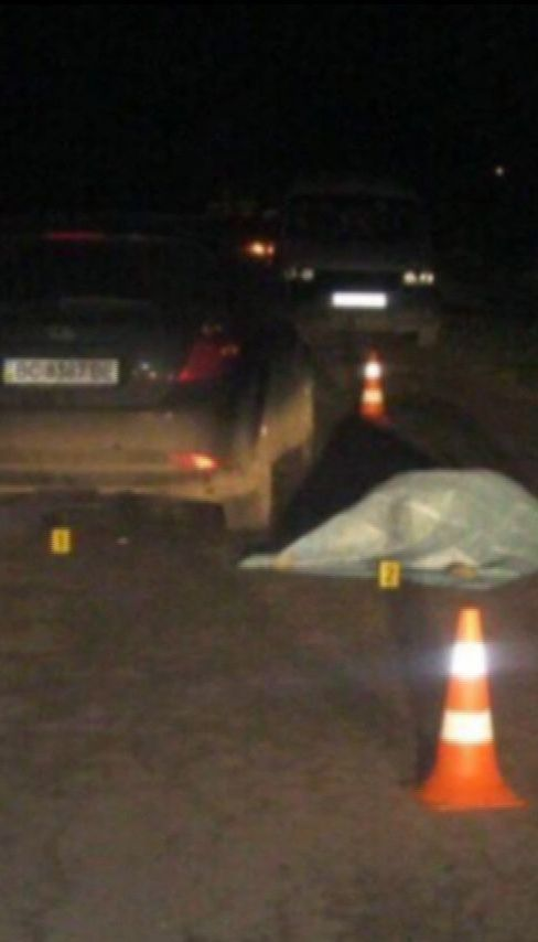 На Львівщині п'яний за кермом протаранив автомобіль та збив подружжя, яке йшло узбіччям