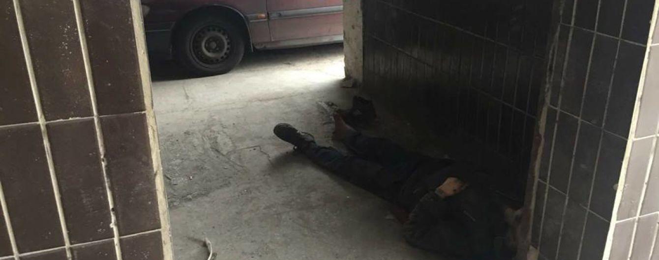 В Киеве бездомный умер под стенами больницы после отказа в лечении - соцсети