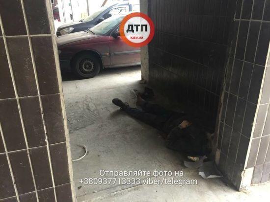 У Києві безхатько помер під стінами лікарні після відмови у лікуванні - соцмережі