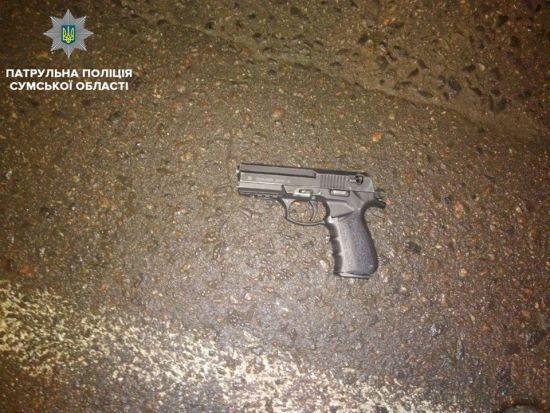 У Сумах чоловік влаштував стрілянину в магазині й намагався втекти від патрульних