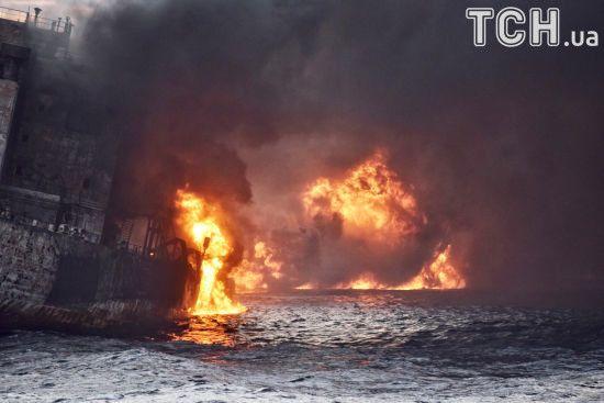 В Китае затонул охваченный огнем иранский танкер