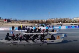 На човнах по льоду. У Китаї пройшли унікальні змагання