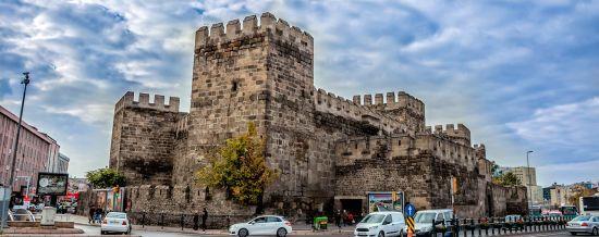 Некурортна Туреччина, яку має побачити кожен. Найстаріші кафедра хірургії та психлікарня в Кайсері