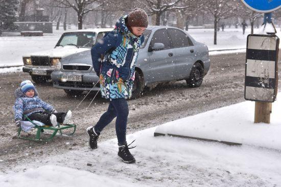 Правильний одяг і рух для кровообігу: альпініст-профі дав поради українцям, як вижити в мороз