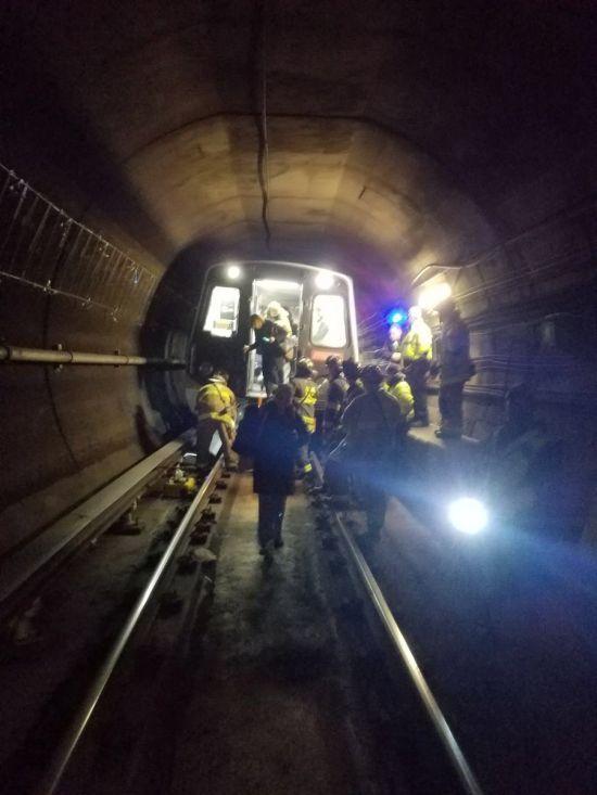 У Вашингтоні з рейок зійшов поїзд метро із 63 людьми всередині