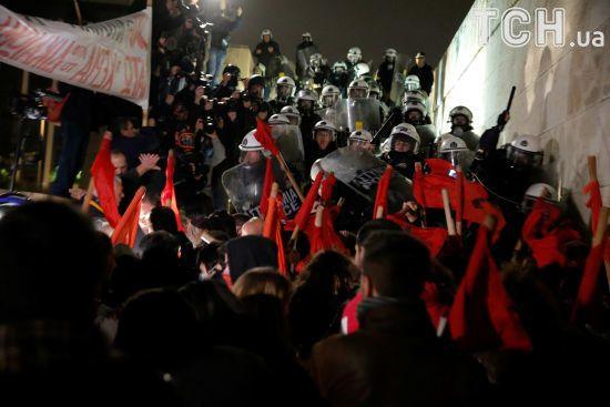 В Афінах поліція застосувала сльозогінний газ під час сутичок із мітингувальниками