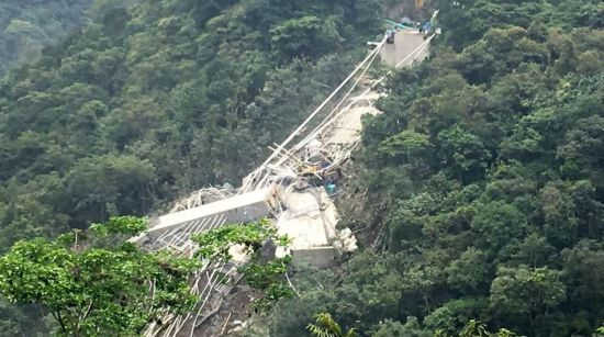 У Колумбії обвалився міст: є загиблі