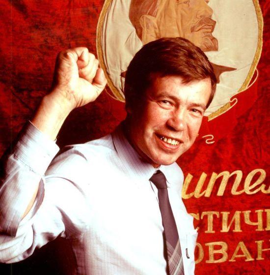 Помер відомий російський політик 90-х, який підтримував Лимонова та Жириновського