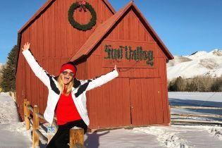 Риз Уизерспун поделилась яркими кадрами с отдыха в горах