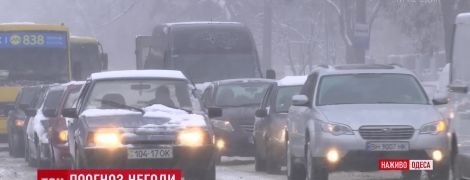 В Одессе на смену сильному снегопаду придет проливной дождь