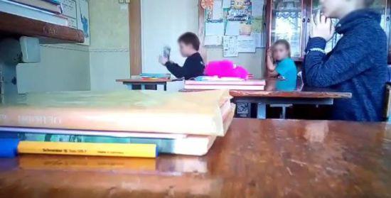 """""""Наш клас жив мирно без тебе"""". Учні школи на Запоріжжі зняли на відео скандальний урок"""
